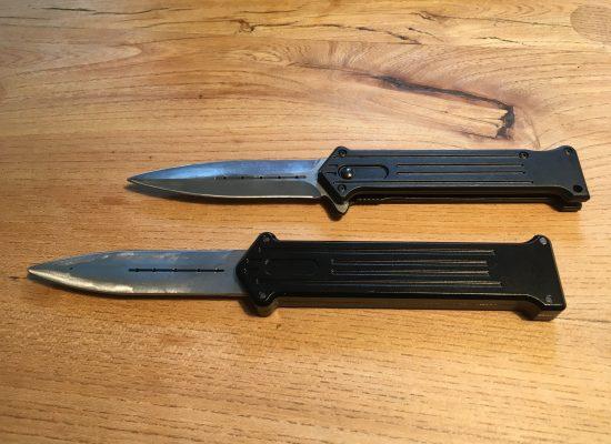 Trickmesser mit einschiebbarer Klinge